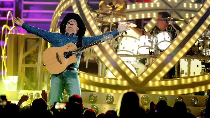 Garth Brooks Un-Retires; Signs 5-Year Deal with Wynn's Encore Casino in Las Vegas